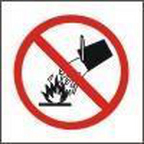 Zákazová bezpečnostní tabulka - Nehas vodou ani pěnovými přístro
