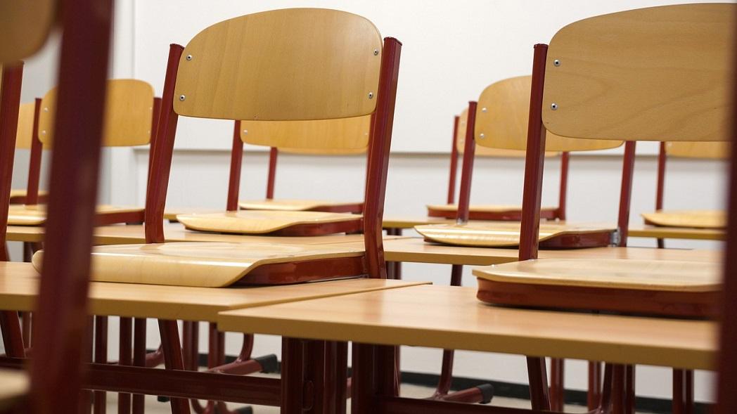 Ředitel montessori základní školy radí, jak vybrat židle alavice pro děti